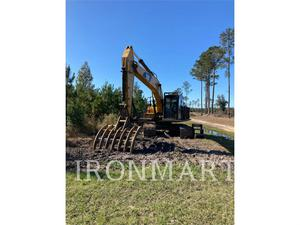 Caterpillar 320FL, Construction